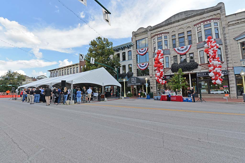 Community members celebrate Fountain Square's 30th Anniversary since the renovation.