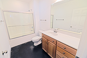 Kirkwood, Uptown Monarch, Bathroom 2